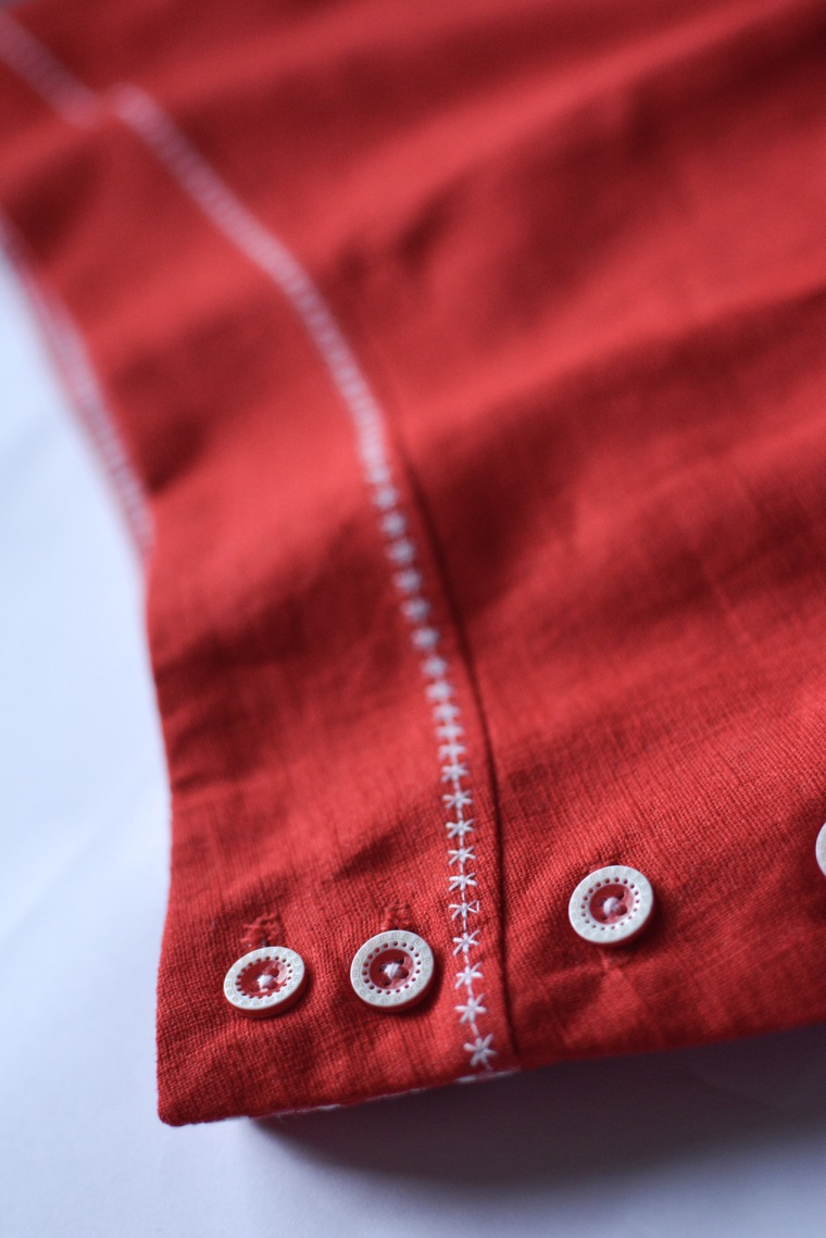 viola-red-buttons-and-stitching